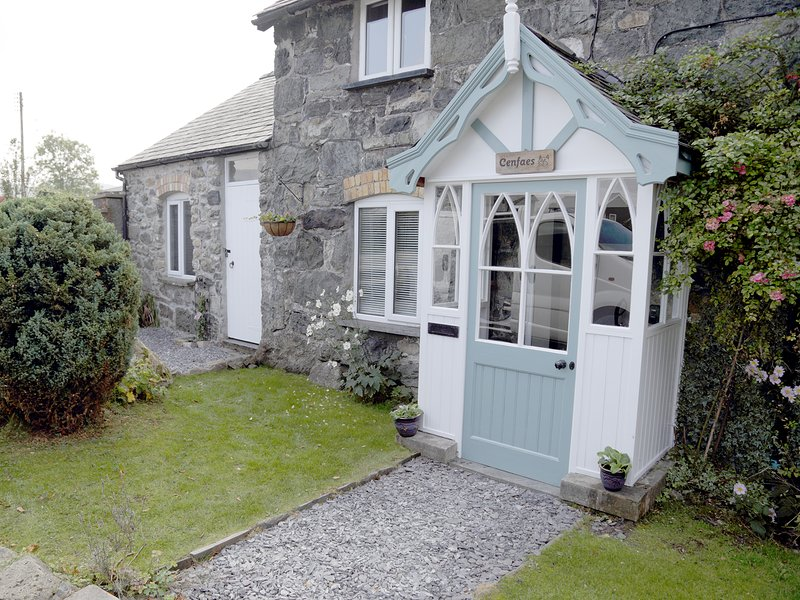 Cenfaes Cottage LLanuwchllyn near Bala, vacation rental in Bala