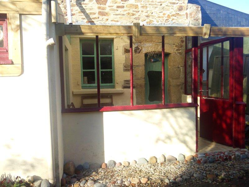 Charmante petite maison à 6km de la mer, alquiler de vacaciones en Langoat