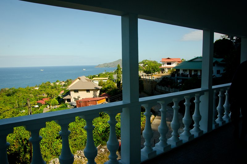 Two bedroom with fantastic views of the ocean, holiday rental in Anse Etoile