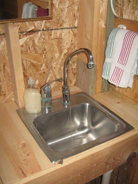 There is also a (cold water) wash-up sink in the cabin
