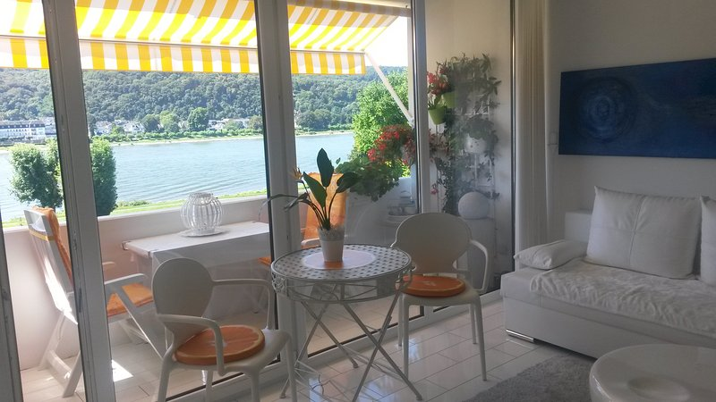 Ferienwohnung mit Top- Rheinblick, holiday rental in Bad Hönningen