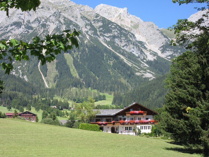 Haus Heidi set within green meadows