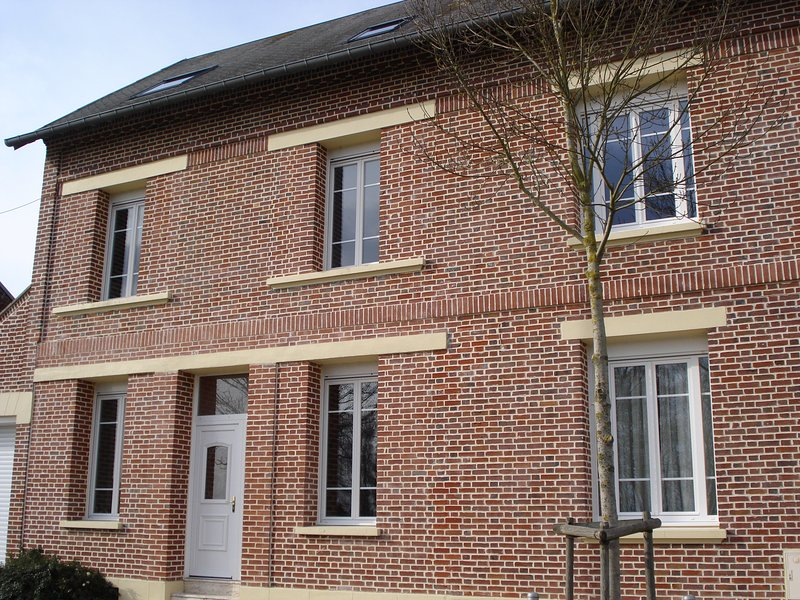 1 chambre grand lit en 160 cm ., holiday rental in Meaulte