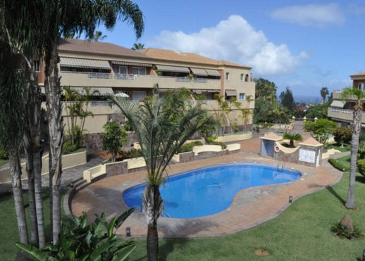 Giardino e piscina privata.