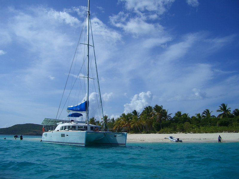 Catamaran All Inclusive Crewed Charter BVI/USVI 4 cabins up to 8 guests, holiday rental in Little Trunk Bay