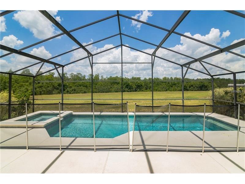 27 pies piscina privada