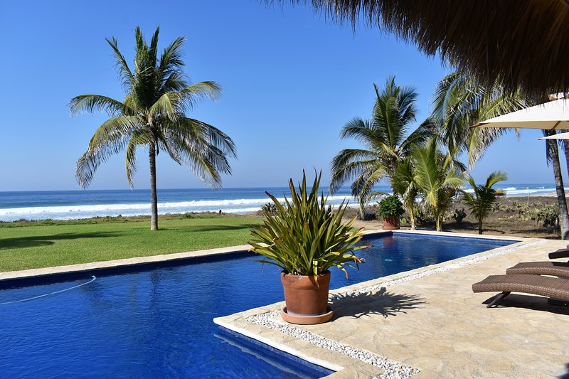 Ocean front Luxury Vacation Villa - Chef butler & housekeeping services included, vacation rental in Puerto Escondido