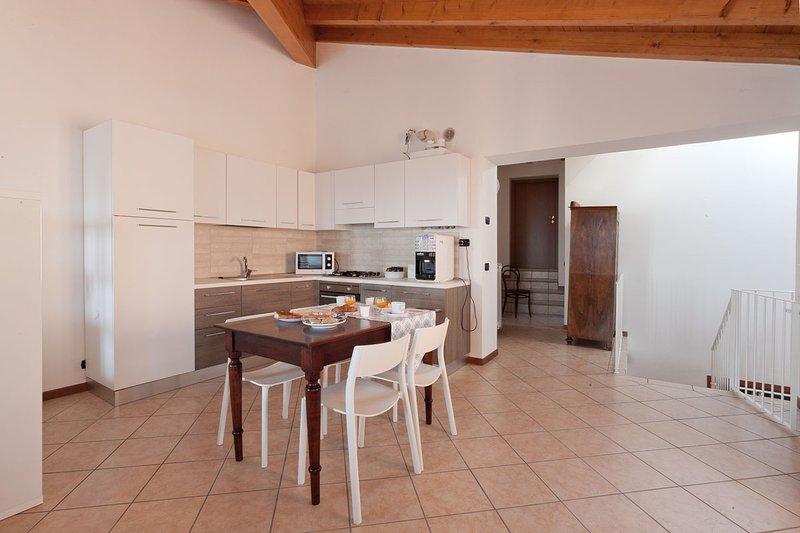 MONOLOCALE IN B&B AGORA', holiday rental in Gardone Riviera