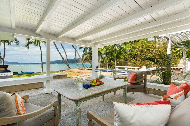 Estas cadeiras personalizadas Bali e mesa são uma maneira confortável de lounge perto do mar e piscina, todos whil