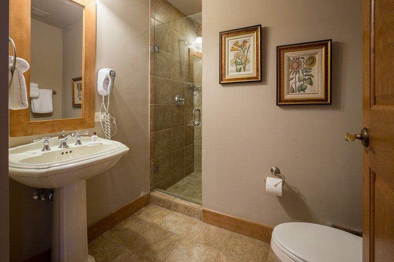 Bathroom,Indoors,Blanket,Towel,Toilet