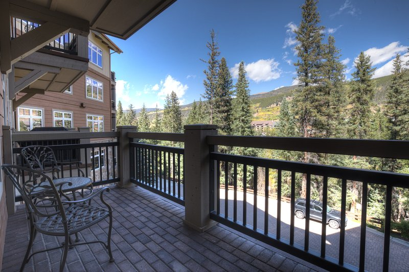 Railing,Deck,Porch,Building,Canopy