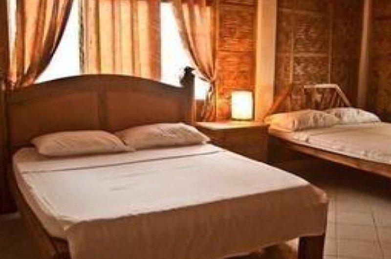 Family Aircon Room with Breakfast, holiday rental in Malapascua Island