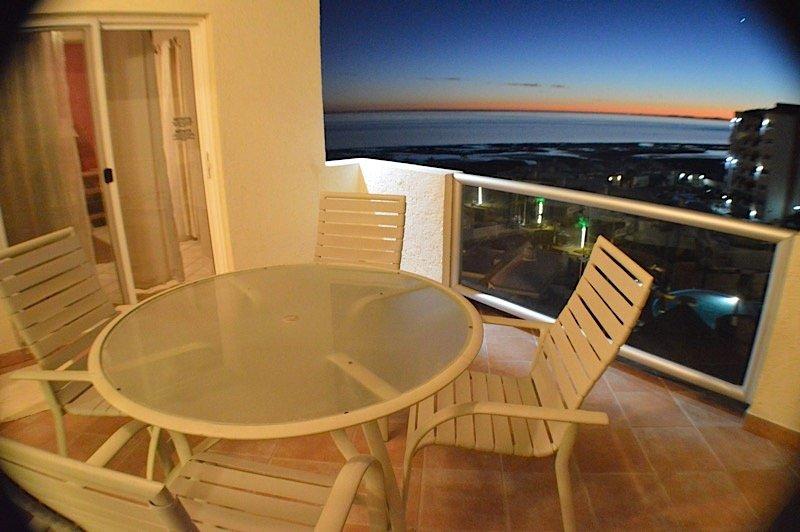 Silla, muebles, horno, mesa de comedor, Mesa