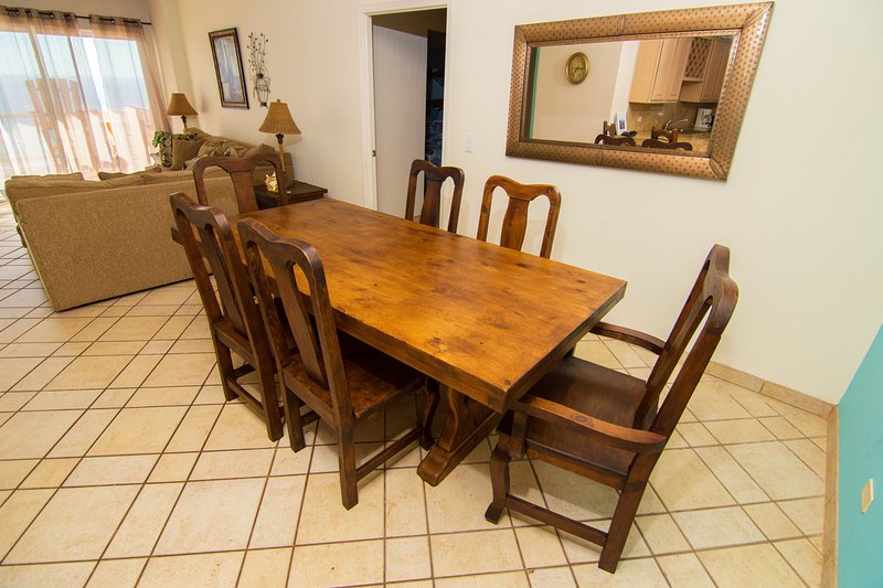 Couch,Furniture,Dining Table,Table,Chair