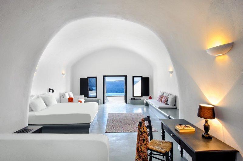 BlueVillas | Villa Infinity Cave | Private pool with sea view terrace, location de vacances à Akrotiri