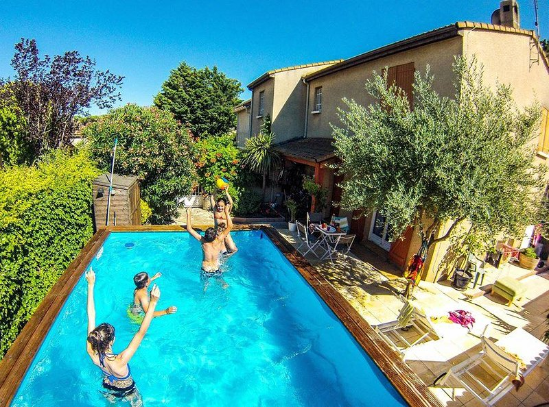 July availability. Superb family-friendly house + pool close to all amenities, vacation rental in Capestang