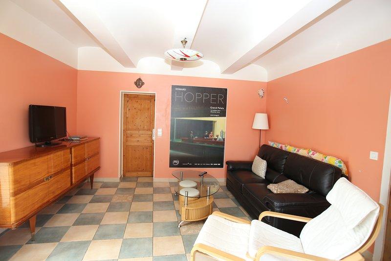 Grande maison agréable à vivre. 4 chambres, grande piscine à 2 pas des Vans, vacation rental in Les Salelles