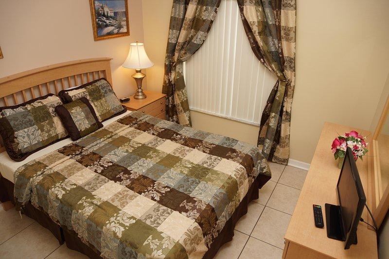 Queen ensuite ground floor bedroom