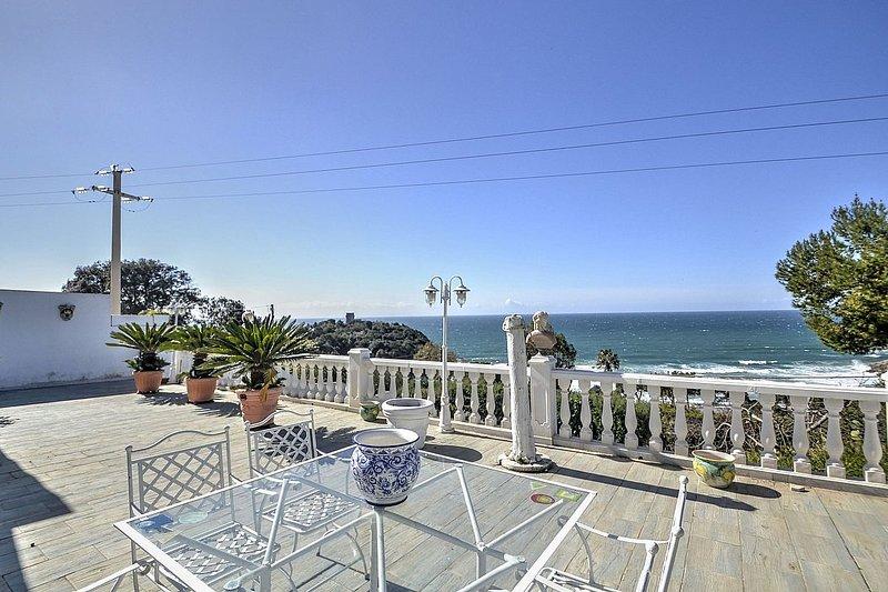 Gaeta Holiday Home Sleeps 4 with Pool and Air Con - 5334837, aluguéis de temporada em Gaeta