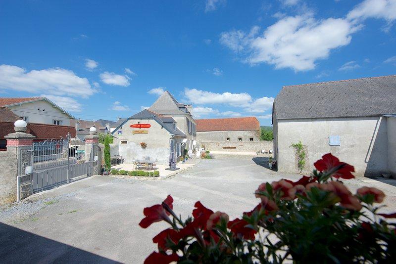 Chambre et table d'hôtes de caractère entre Pau, Tarbes et Lourdes, Ch.Or, holiday rental in Haut-De-Bosdarros