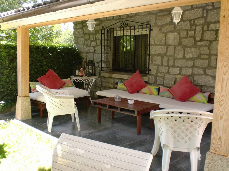 chalet completo con piscina y jardín, holiday rental in Province of Avila