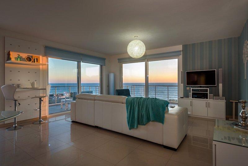 Luxury Seaside  Lounge Villa Delfini 1, location de vacances à Kalamaki