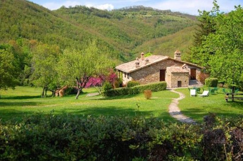 In Assisi, a 230-hectare estate in the heart of the natural park of Mount Subasio.