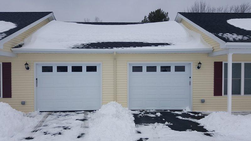 Cada unidad tiene una, que se adjunta un garaje privado. Ideal para esos días de nieve y lluvia!