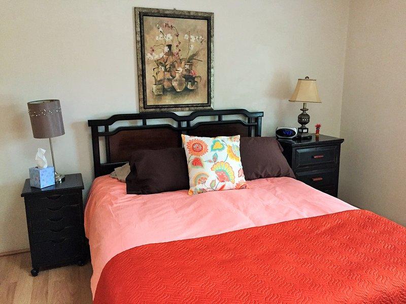 Zweites Schlafzimmer mit Queen-Size-Bett