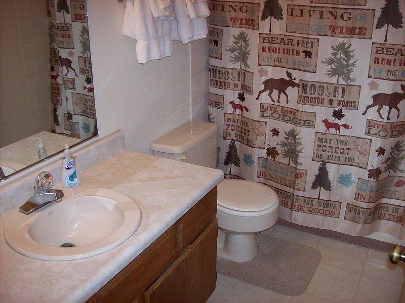Baño con tina y ducha