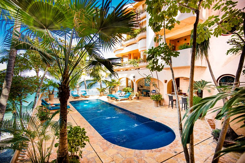 Villa Estrella Mar - Fully Staffed Luxurious Beachfront Property, vacation rental in Puerto Vallarta