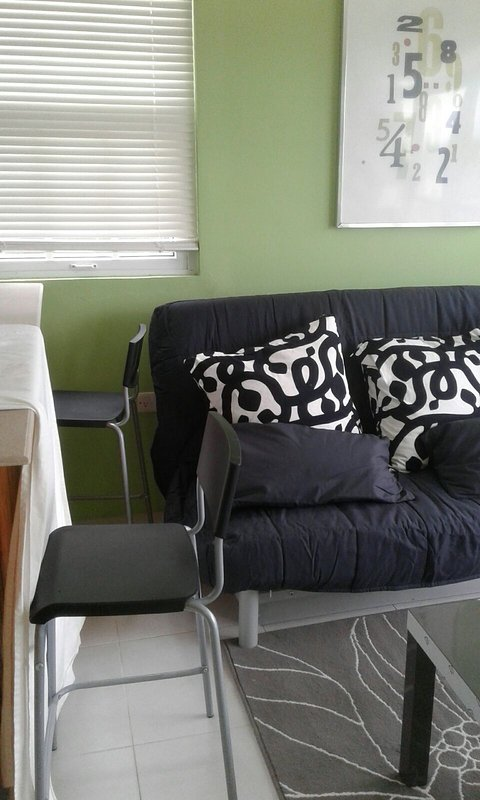 Modern Tropix Apartments - quiet, convenient and comfortable!, holiday rental in Portsmouth