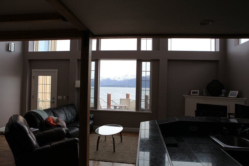 Luxury Waterfront Condo, holiday rental in Fritz Creek