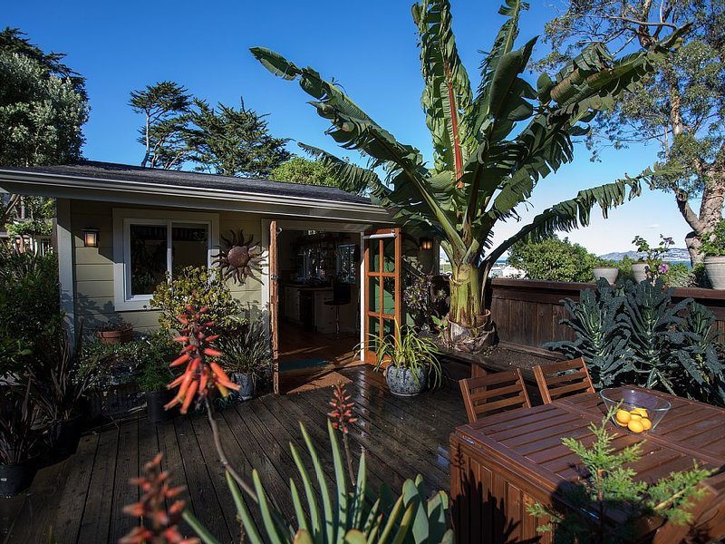 Coastal Cottage in Pedro Point, holiday rental in Moss Beach
