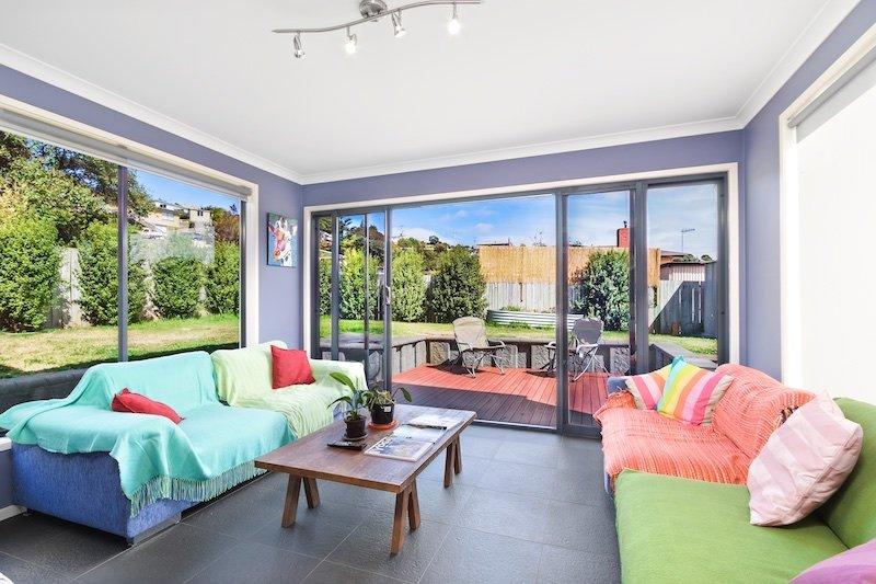 A marquise adjacente ao pátio deck - relaxar com um copo de vinho, ver televisão ou ler o livro