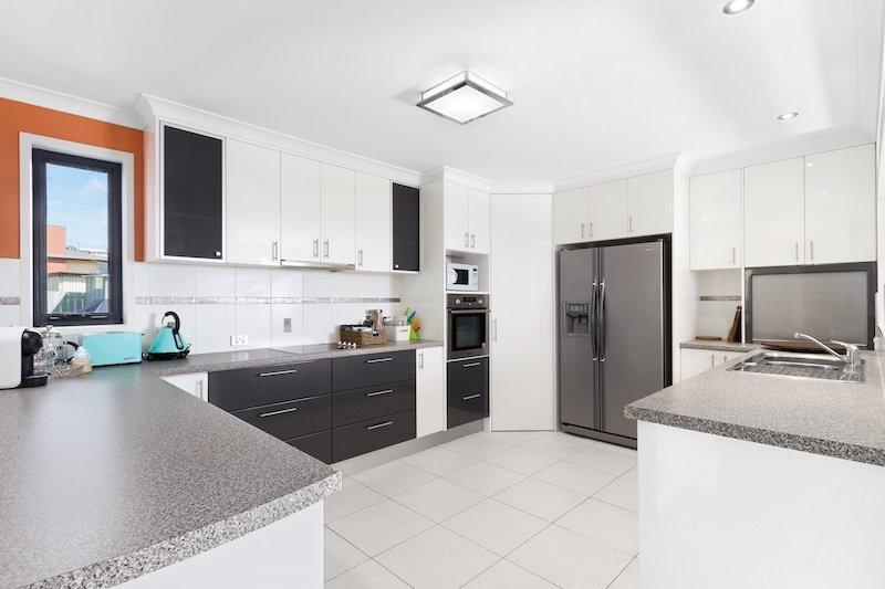 moderna cozinha espaçosa