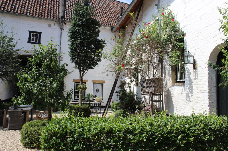 Maastricht/Limburg Hills, 1 location, 2 comfortable houses, for up to 20 people, casa vacanza a Gronsveld