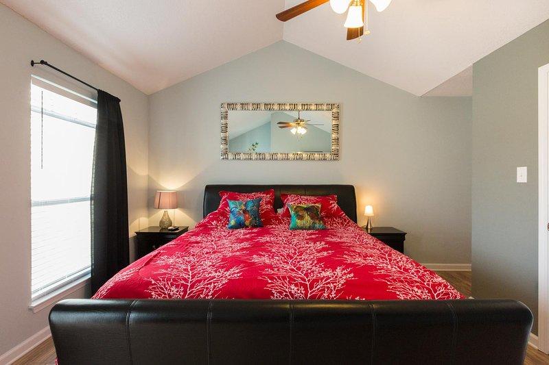 Geniet van een geweldige dromerige slapen op de nieuwe king size bed met comfortabele matras