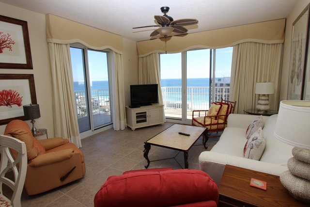 Beautiful condo with gulf views! Zero entry pool, fitness, & game room!!, vacation rental in Miramar Beach