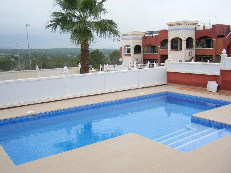 Los Altos with private pool close to bars and restaurants, vacation rental in Punta Prima