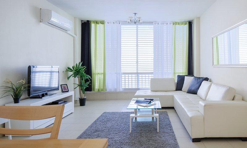 2BR -up to-7! Next 2 Hilton beach! best locasion, location de vacances à Jaffa