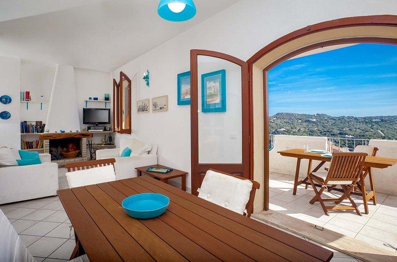 QUADRILOCALE FRONTE MARE A POCHI PASSI DAL CENTRO, vacation rental in Santa Teresa Gallura