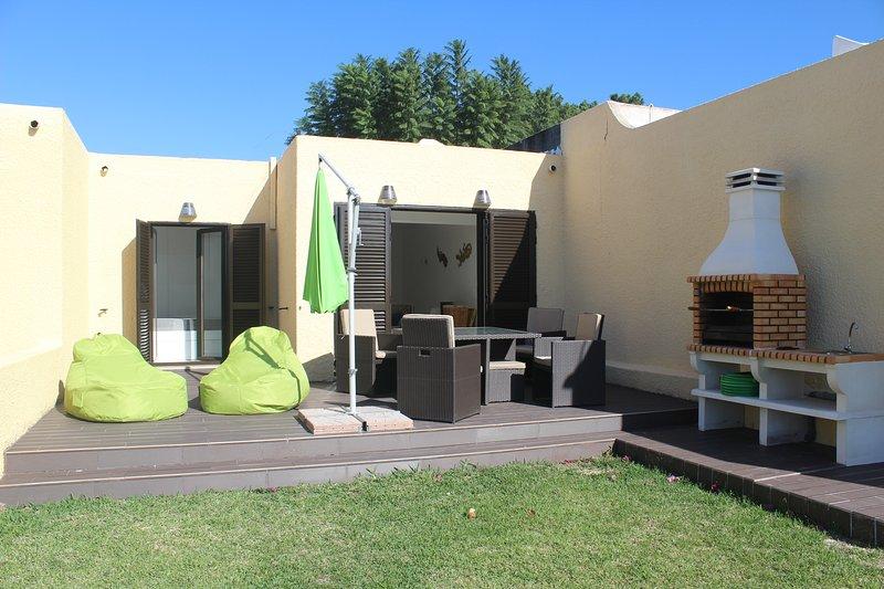 exclusivo jardín y el vestíbulo. Ideal para salir frialdad y tomar el sol. De cerca.