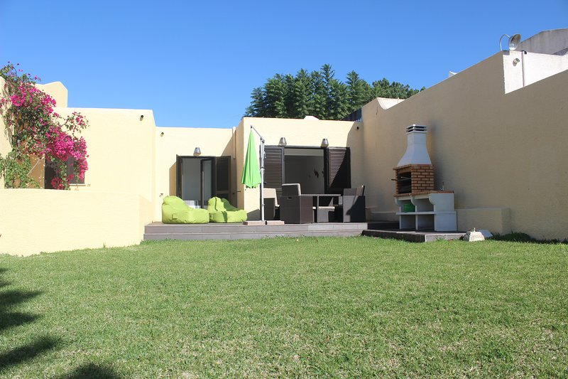 exclusivo jardín y el vestíbulo. Ideal para salir frialdad y tomar el sol.