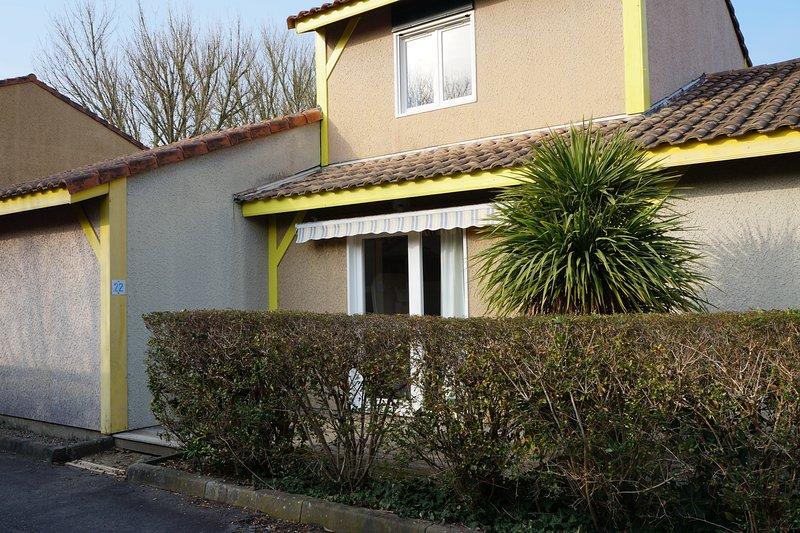 Villas Du Lac 22 - Quality 2 Bed Villa with Water Sports, South West France., vacation rental in Vieux-Boucau-les-Bains