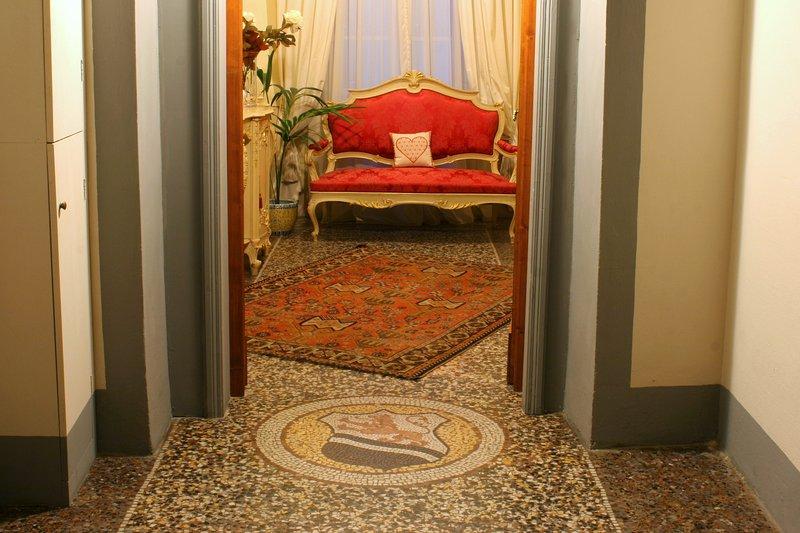 A entrada para o quarto acolhedor compartilhado (com Suite Rossa).