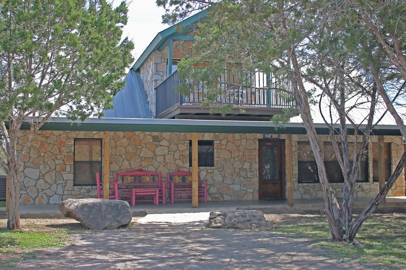 Gorgeous Home Near the Frio River-Casa De Colores, vacation rental in Sabinal