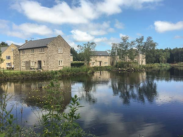 WENSLEY stone-built cottage, three en-suites, open plan living area, luxury, vacation rental in Kelstedge