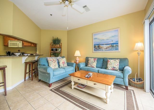 Renovated 2 Bed/2.5 Bath Pet Friendly Villa, Free Bikes, Tennis, Pool 82OB, vacation rental in Hilton Head