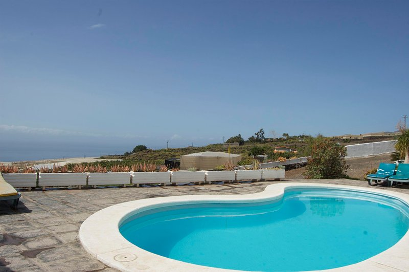 Charming Country house Guía de Isora, Tenerife, holiday rental in Chio